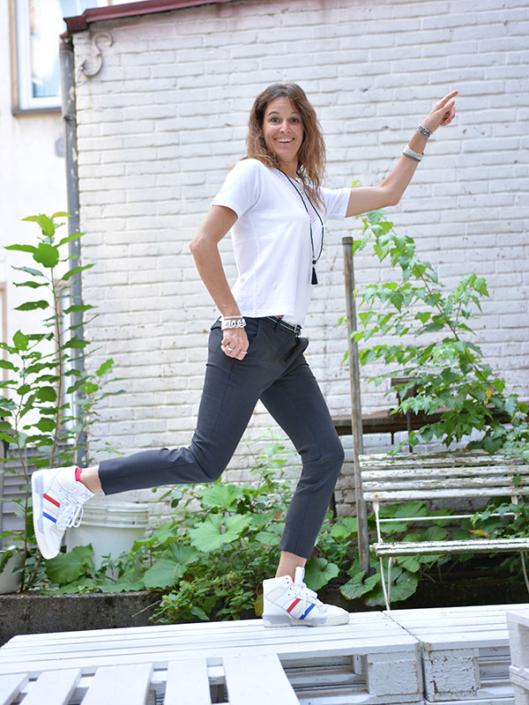 Cooles Business Outfit schwarz-weiß tragbar Esslingen