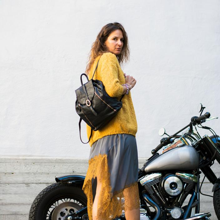 Kleid für den Herbst mit Pulli und Rucksack tragbar Esslingen