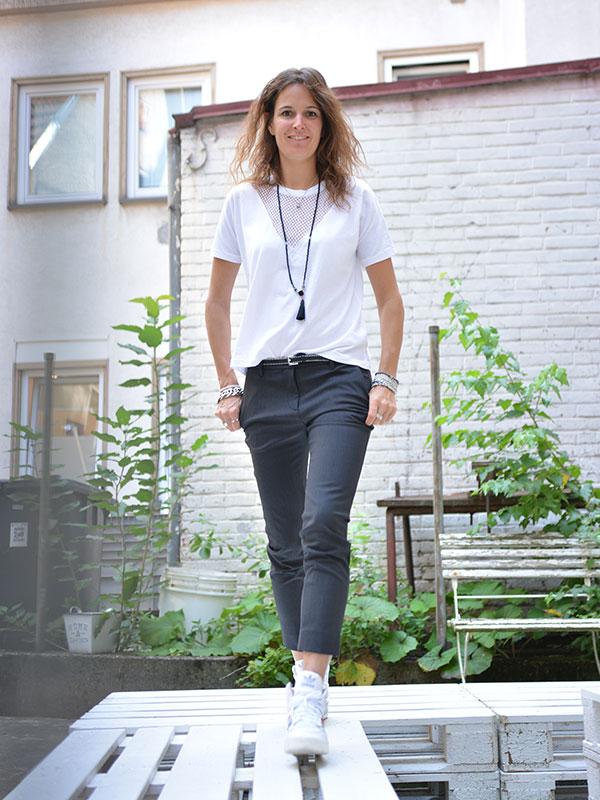 Lässiges Business Outfit mit Designer Hose schwarz