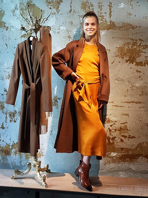 Mantel und Kleid von OVY & OAK