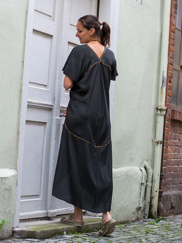 Elegantes Seidenkleid Rückenausschnitt von Rabens Saloner im tragbar Esslingen